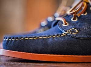 oak-street-bootmakers-red-brick-sole-trail-oxford-navy-suede-03